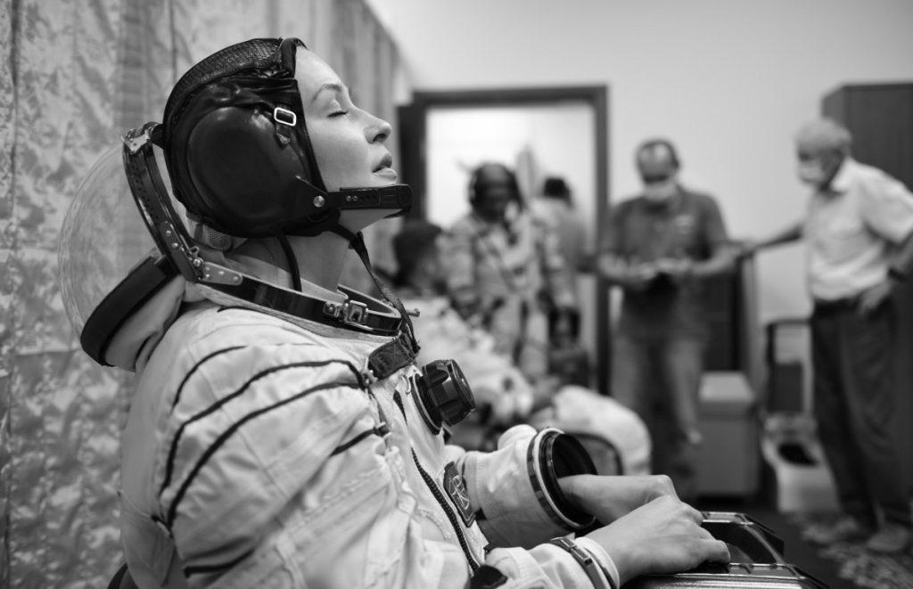 Появились первые кадры подготовки Юлии Пересильд к полету на МКС